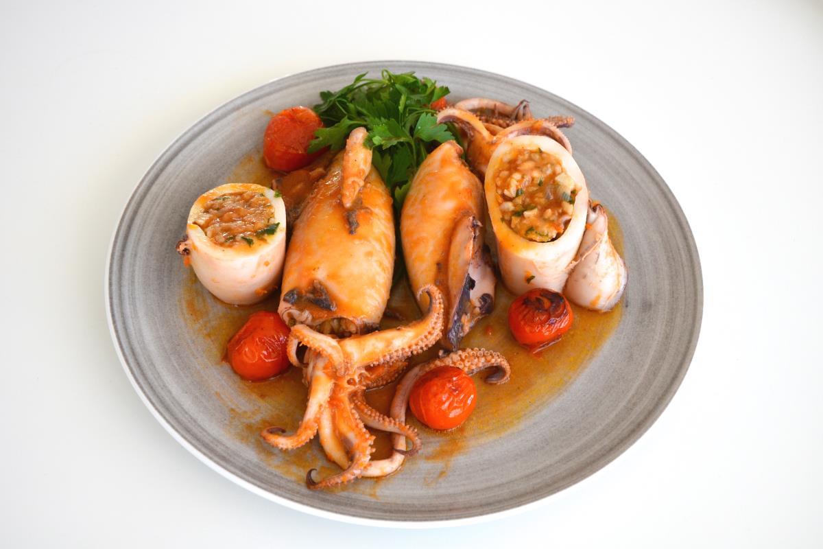 Καλαμάρι γεμιστό - Παραδοσιακή Κουζίνα Πάτμου - Greek Gastronomy Guide