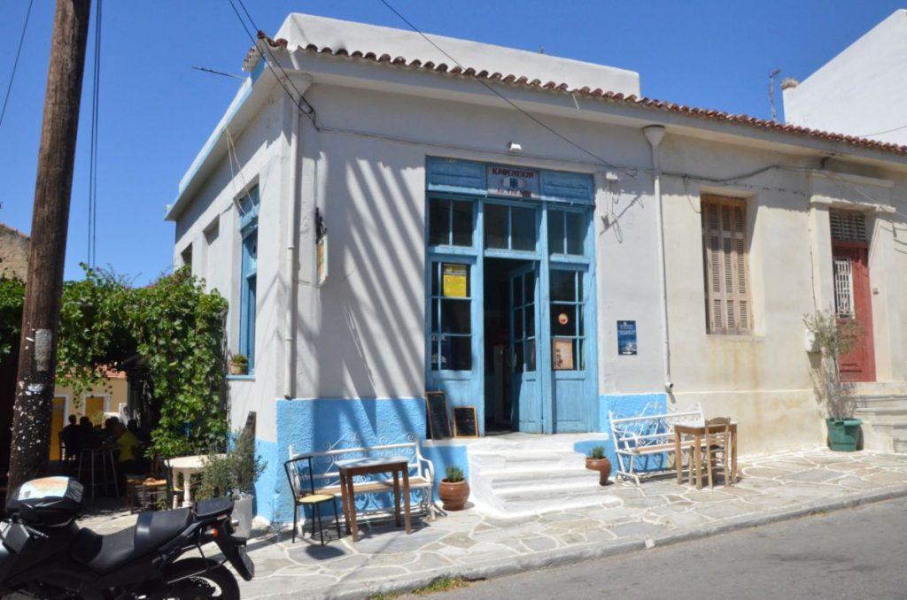 Το καφενείο του Μαράκη στο Χαλκί της Νάξου