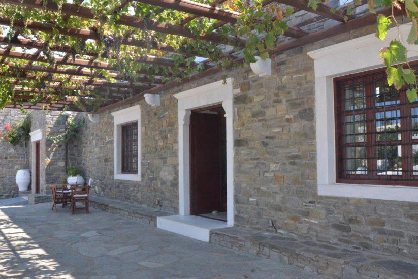 Οινοποιείο Μωραΐτη - Πάρος - Greek Gastronomy Guide