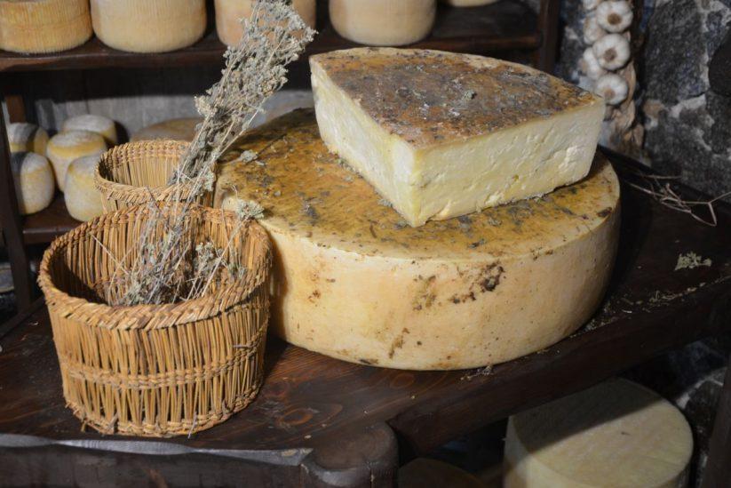 Ναξιώτικη γραβιέρα - Νάξος - Ουζομεζέδες - Greek Gastronomy Guide