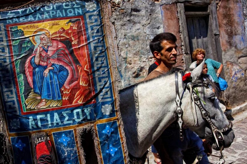 Το πανηγύρι του Αγίου Χαραλάμπους στην Αγία Παρασκευή, καβαλάρηδες