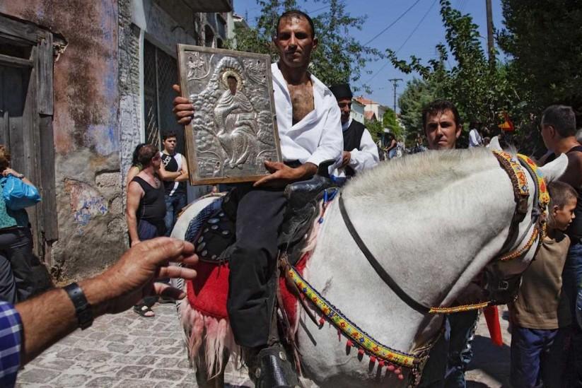 Το πανηγύρι του Αγίου Χαραλάμπους στην Αγία Παρασκευή, καβαλάρης