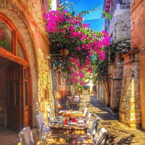 yades-Avli-alley