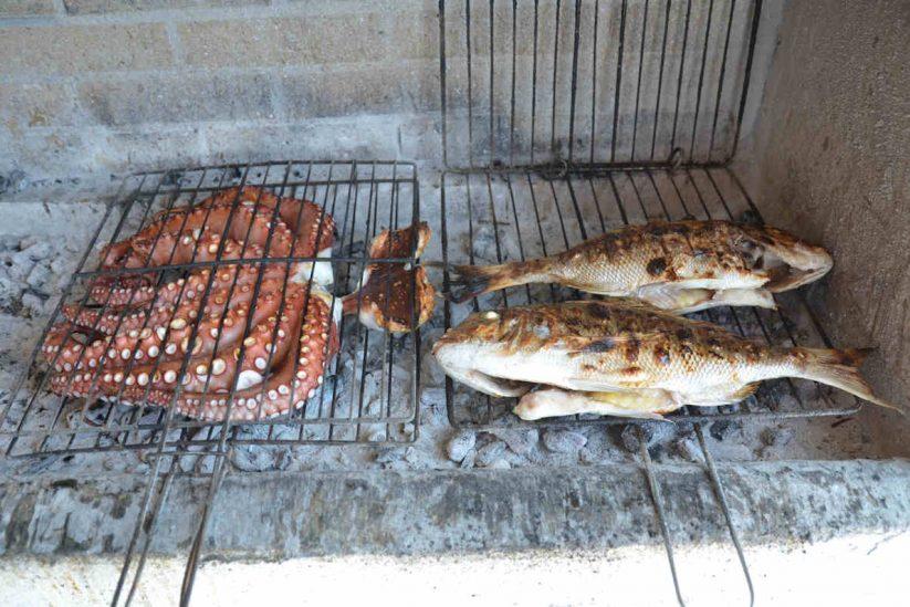 Ταβέρνα Δημήτρης στο Αμμούδι - Σαντορίνη - Greek Gastronomy Guide
