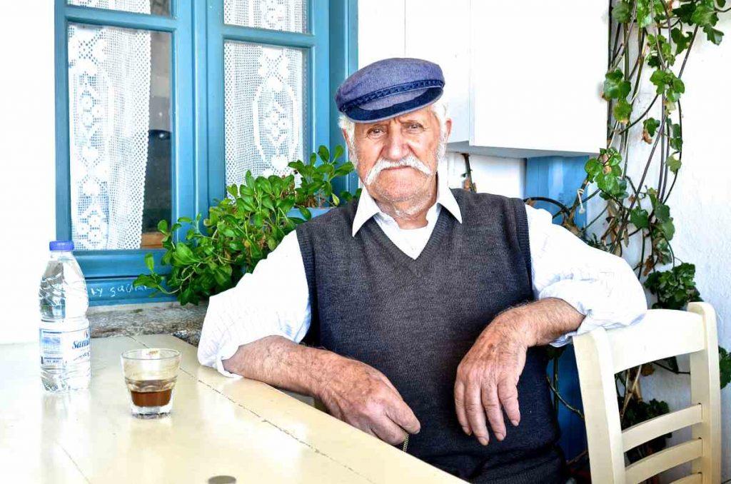 Καφενείο του Πάρβα στη Χώρα Αμοργού - Greek Gastronomy Guide