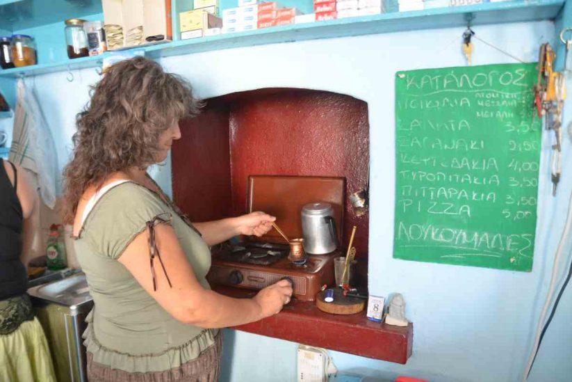 Το παραδοσιακό καφενείο στην Πλαγιά - Ικαρία - Greek Gastronomy Guide