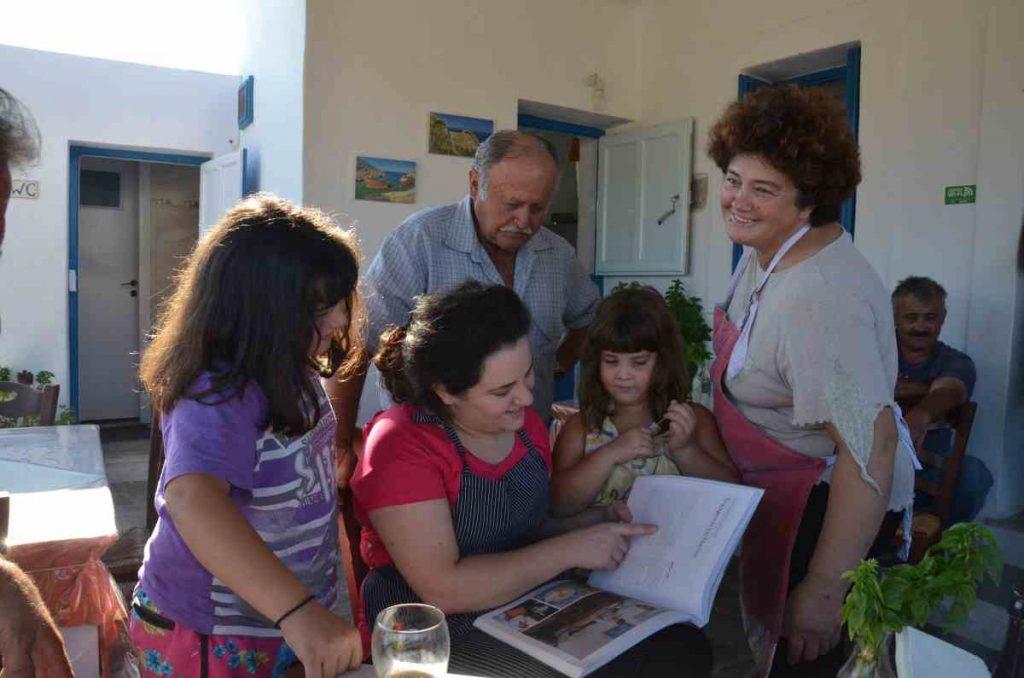 Καφενείο - Μεζεδοπωλείο Στον Πύργο - Αρκεσίνη, Αμοργός - Greek Gastronomy Guide