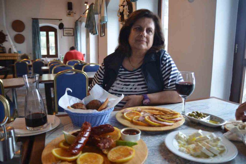 Μαίρη Παναγάκου - Γεύσεις εν Πλω - Κότρωνας, Μάνη - Λακωνία - Greek Gastronomy Guide