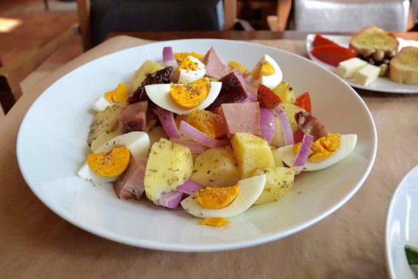 Μεσσηνιακή σαλάτα - Μεζεδοπωλείο Στο Κύμα - Ανδρέας Ζαγάκος - Καλαμάτα - Greek Gastronomy Guide