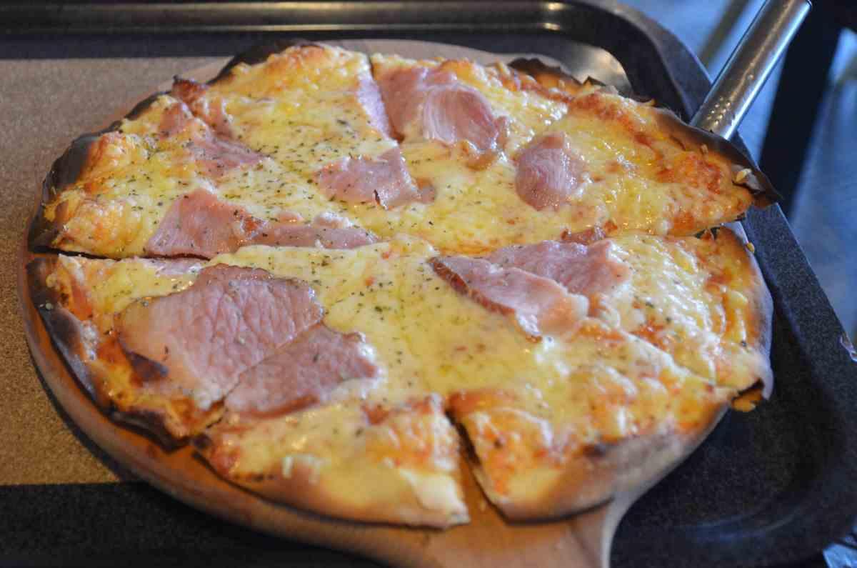 Πίτσα με σύγκλινο - Γεύσεις εν Πλω - Κότρωνας, Μάνη - Λακωνία - Greek Gastronomy Guide