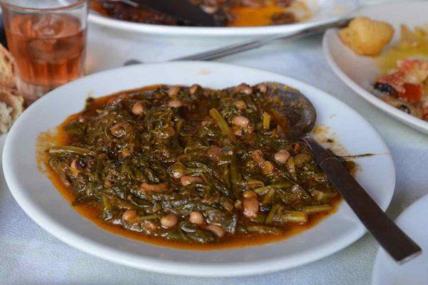 """Σπανάκι με μαυρομάτικα φασόλια Ταβέρνα """"Στου Κώστα"""" - Καλαμάτα - Greek Gastronomy Guide"""