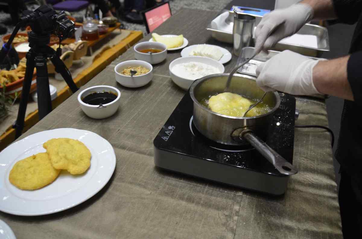 Τραβηχτές πίτες Μάνης - Μεσσηνία - Greek Gastronomy Guide