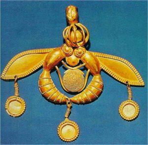χρυσό κόσμημα της Κνωσού, δύο μέλισσες κρατούν μια κηρήθρα