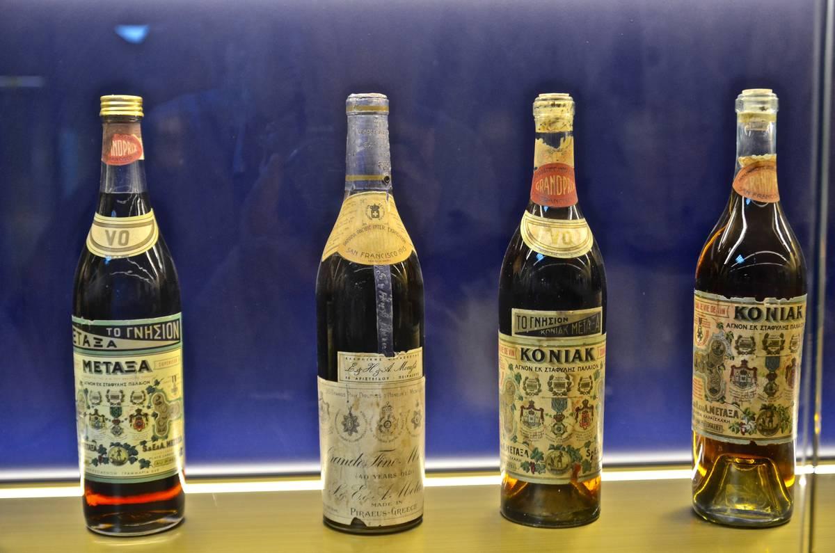 d092a7763b Το εργοστάσιο των αδελφών Μεταξά ξεκίνησε την παραγωγή κονιάκ και άλλων  ποτών το 1888 ενώ το έμβλημα της εταιρίας