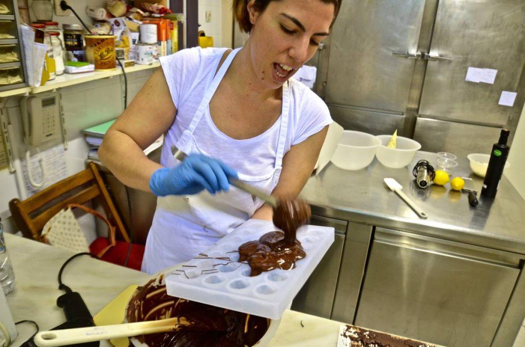 Σωτηρία Αρώνη - Ζαχαροπλαστείο Θ. Βεσσαλά - Πόρος - Greek Gastronomy Guide