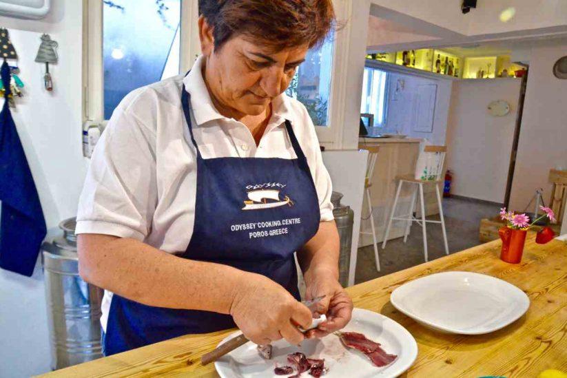 Σαρδέλες γεμιστές με λεμόνι Λεμονοδάσους σε κληματόφυλλα - Odyssey Apartments, Κατερίνα Σακελλίου, Πόρος - Greek Gastronomy Guide