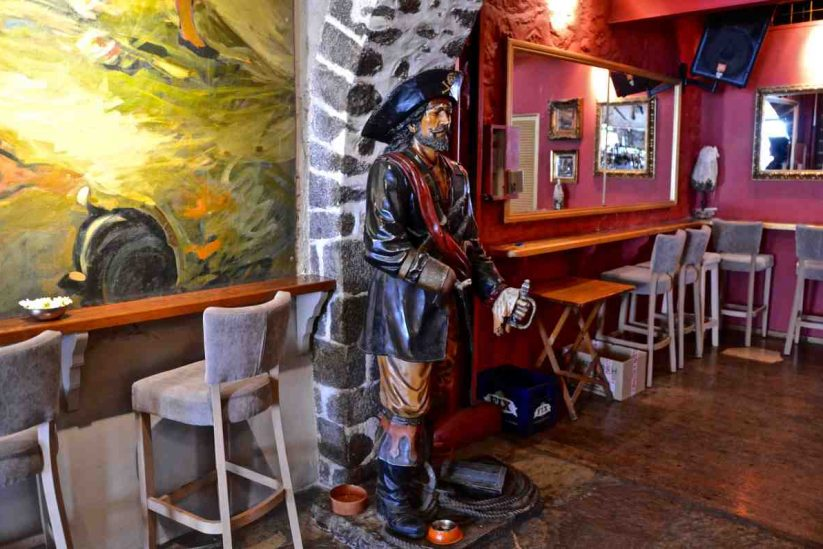 Πειρατής - The Pirate Bar - Ύδρα - Greek Gastronomy Guide