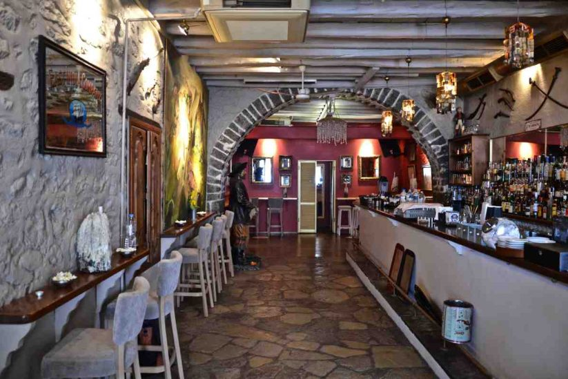 Πειρατής - The Pirate Bar - Ύδρα - Greek Gastronomy Guide