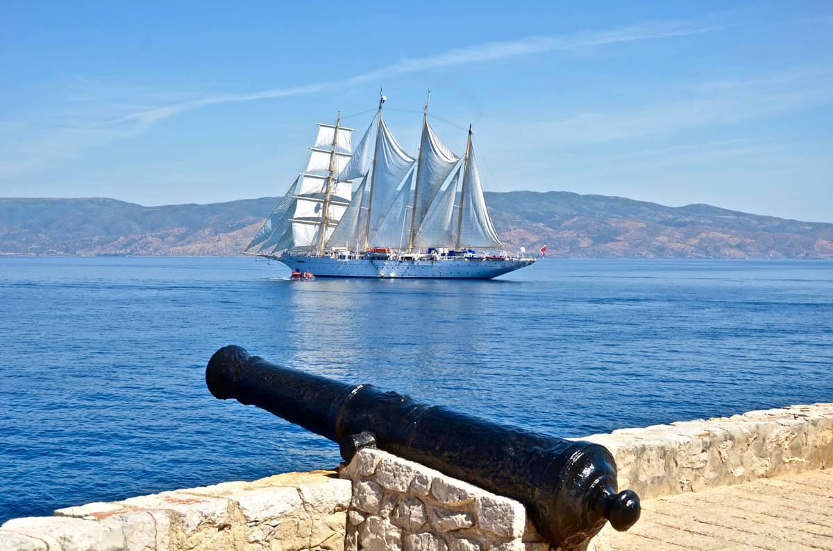 Το ομορφότερο ιστιοπλοϊκό-κρουαζιερόπλοιο του κόσμου βρίσκεται στην Ύδρα!(photo)