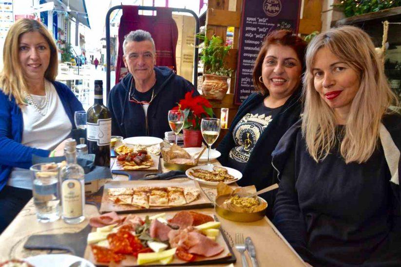 Παντοπωλείο Πετράς - Αίγινα - Greek Gastronomy Guide