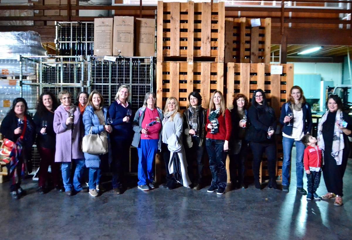 Οι Ελληνίδες του Κρασιού έκοψαν την βασιλόπιτά τους στο Lycos Winery - Greek Gastronomy Guide