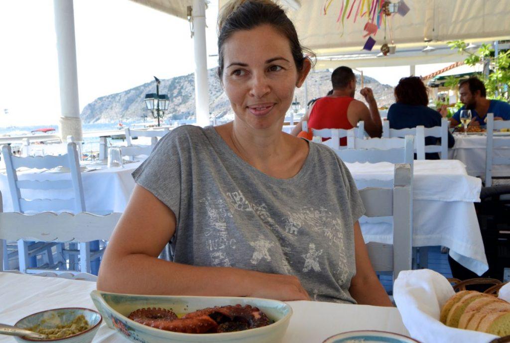 Το παραδοσιακό εστιατόριο του Νώντα στην Πέρδικα της Αίγινας