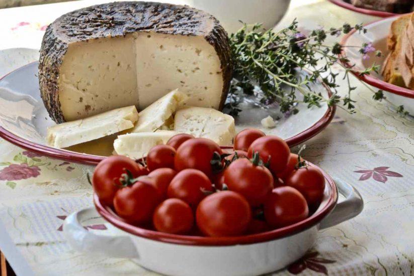 Τυροκομείο οικογένειας Ψαθά - Χάλακας, Μήλος - Greek Gastronomy Guide