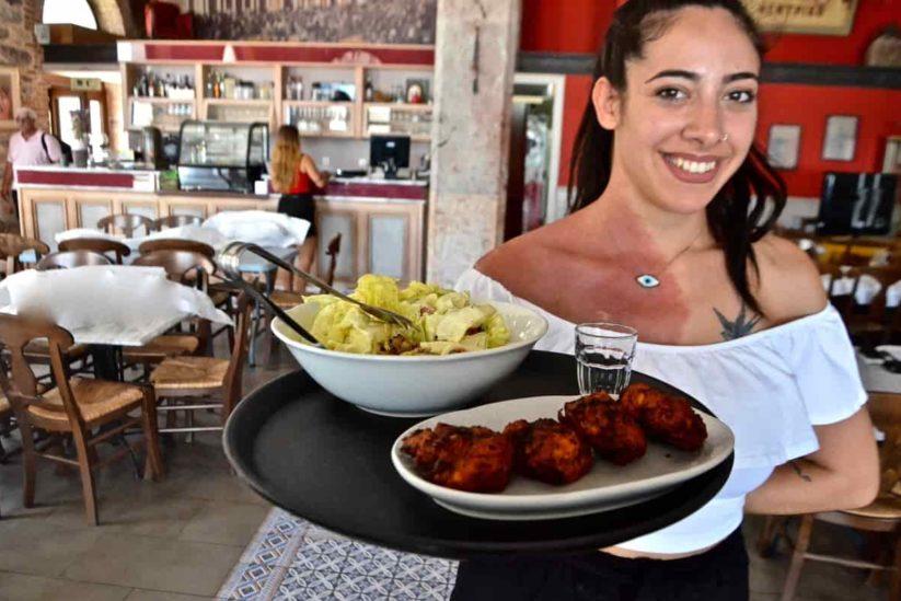 Μεζεδοπωλείο-Εστιατόριο Το Κεντρικόστο λιμάνι της Χίου - Greek Gastronomy Guide - ταβέρνες Χίου
