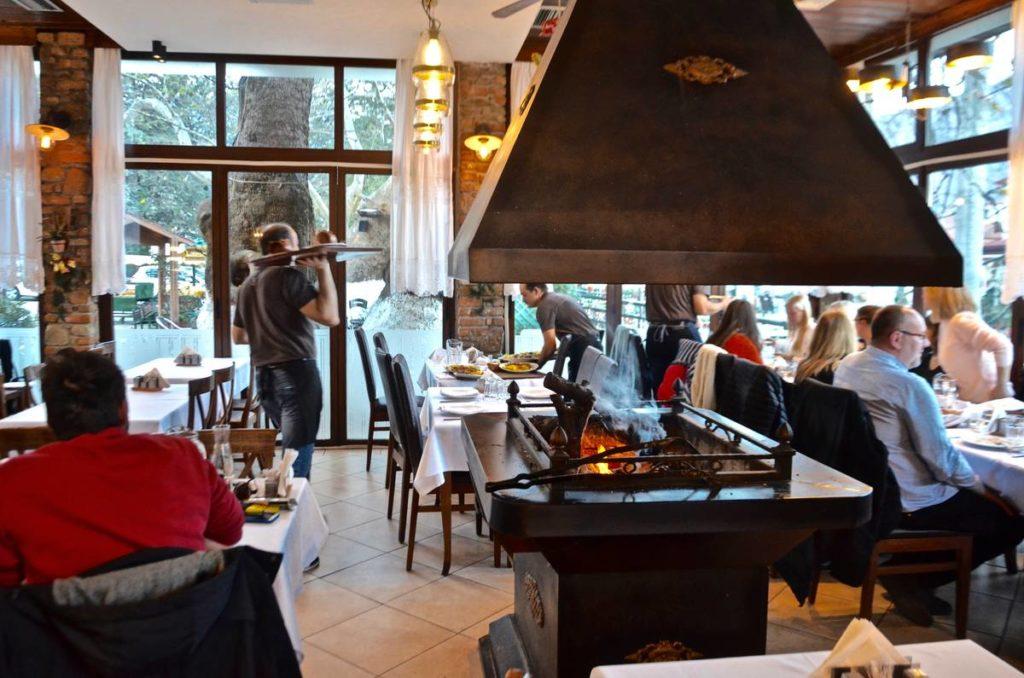 Εστιατόριο Διόνυσος στην Όρμα Αριδαίας: μια γαστρονομική έκπληξη στους πρόποδες του Καϊμακτσαλάν