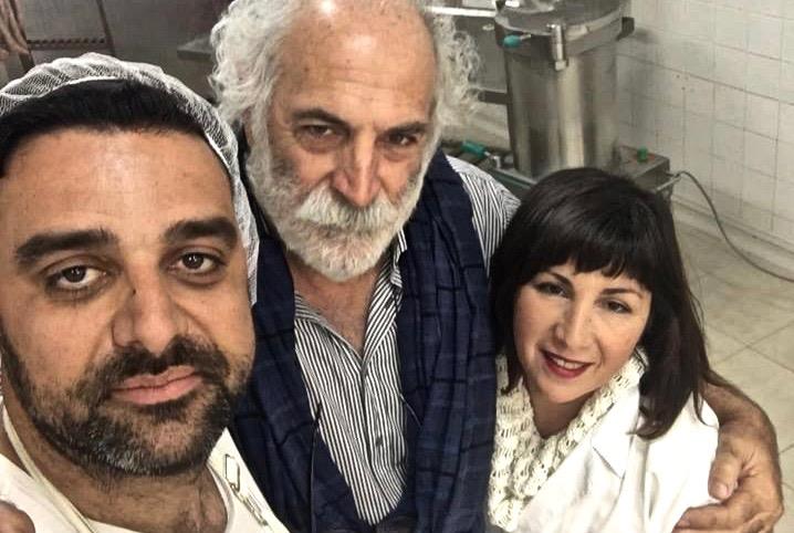 Ηλίας Μουτεβελής - παραδοσιακά χωριάτικα λουκάνικα Καλαμάτας με πορτοκάλι - Greek Gastronomy Guide