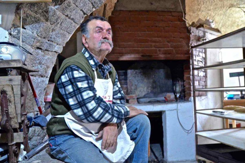 Ξυλόφουρνος του Γιάννη Αποστολή - Πιτυός, Χίος - Greek Gastronomy Guide