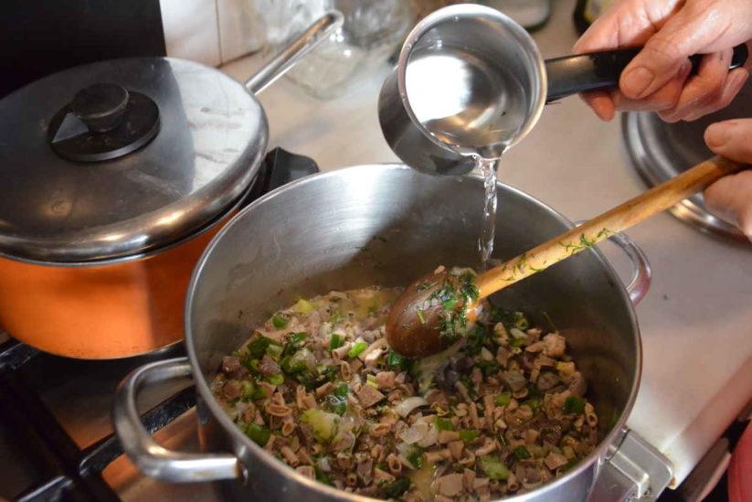 Μαγειρίτσα - Πασχαλινό τραπέζι - Greek Gastronomy Guide
